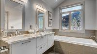 The luxurious Cedarbrooke bathroom.
