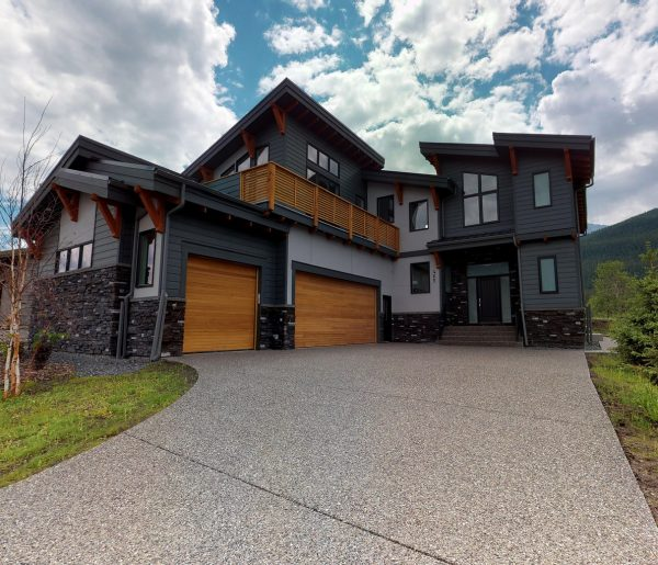 Exterior view of our luxurious mountain home, our Everest unit.