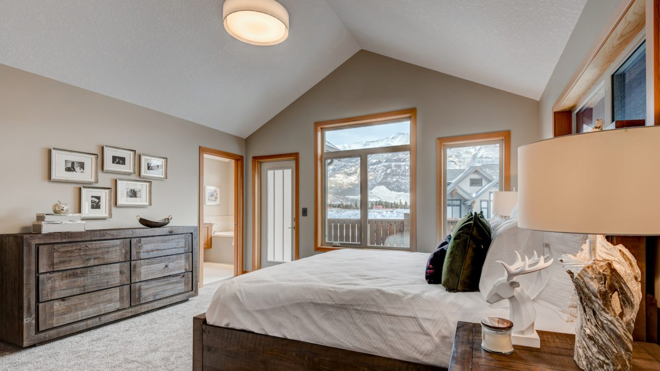 The bedroom to our Newcastle unit with direct view of the mountains.